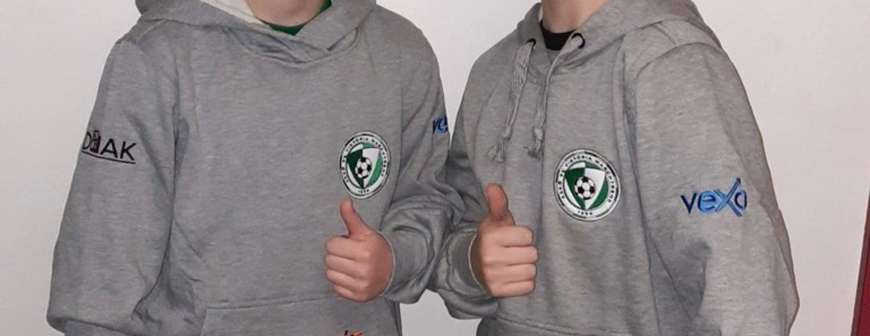 Die Viktoria Nachwuchsspieler wurden mit neuen Kapuzensweater ausgestattet !!!